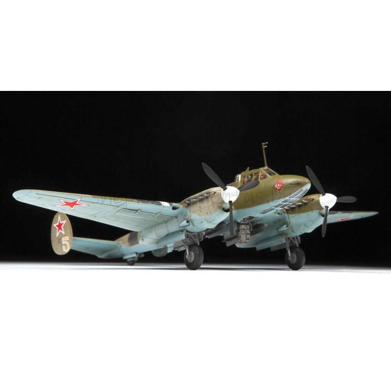 Советский пикирующий бомбардировщик Пе-2 (1:72) 7283 ЗВЕЗДА